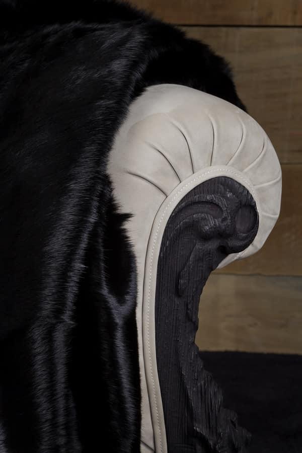 Finlandia Pelle, Poltrona new barocco, rivestita in pelle nabuk