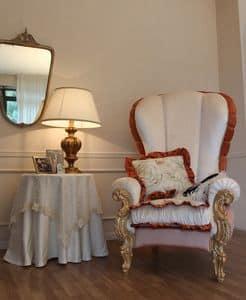 Ginevra, Poltrona classica imbottita con decori in foglia oro