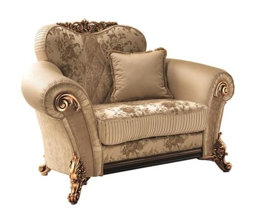 Sinfonia poltrona, Poltrona morbida con decori dorati, ricca ed elegante