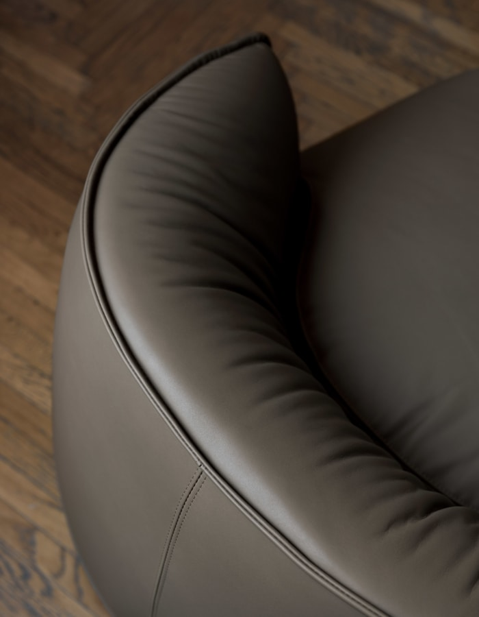 Brioni armchair, Poltrona indoor dalla soffice imbottitura
