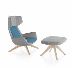 Magenta armchair, Poltrona con schienale alto, base in legno