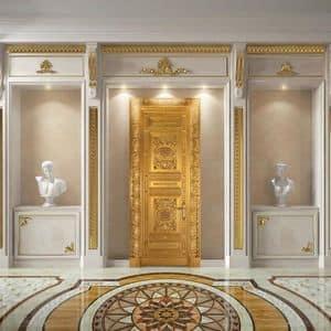 Altair, Lussuosa porta in legno finemente intagliata, finitura foglia oro anticata