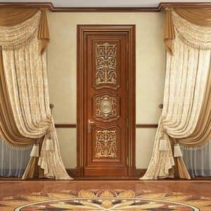 Andromeda, Porta intagliata artigianalmente, con lussuose decorazioni in foglia oro