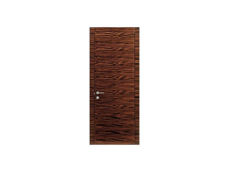 Brera, Porta in legno d'ebano, cerniere a scomparsa, anta complanare