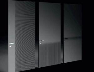 Razor, Porte decorate con incisioni lineari