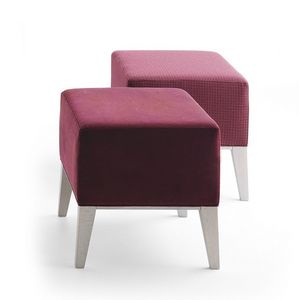 Newport 01871, Pouf in legno massiccio con sedile imbottito