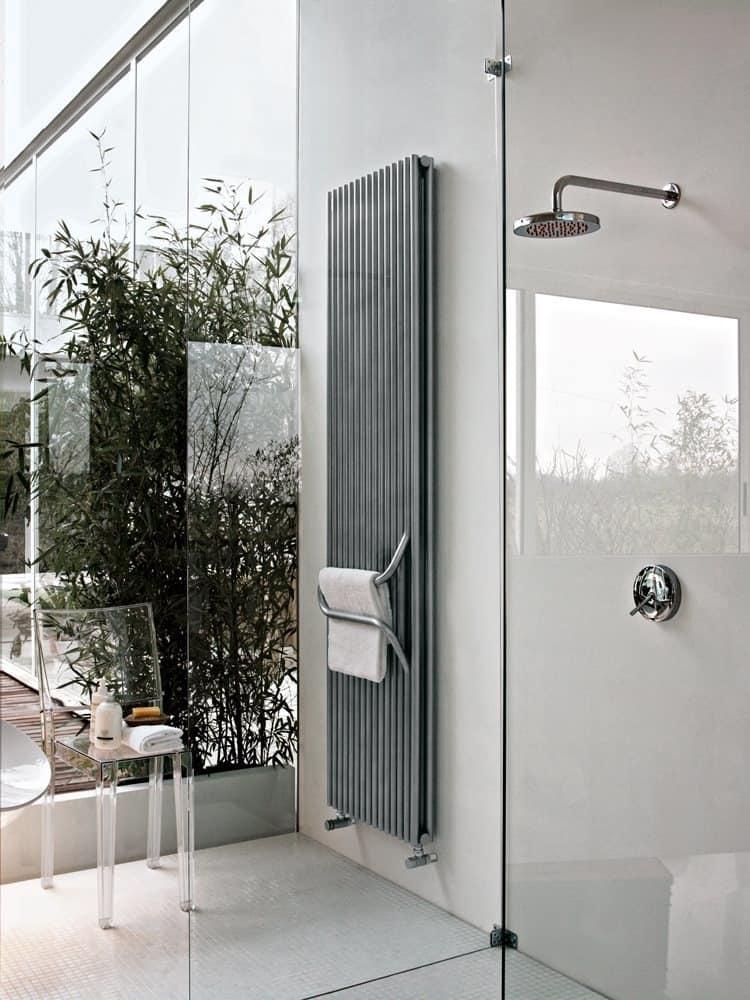 Arkos, Termosifone da bagno, con maniglione portasalviette