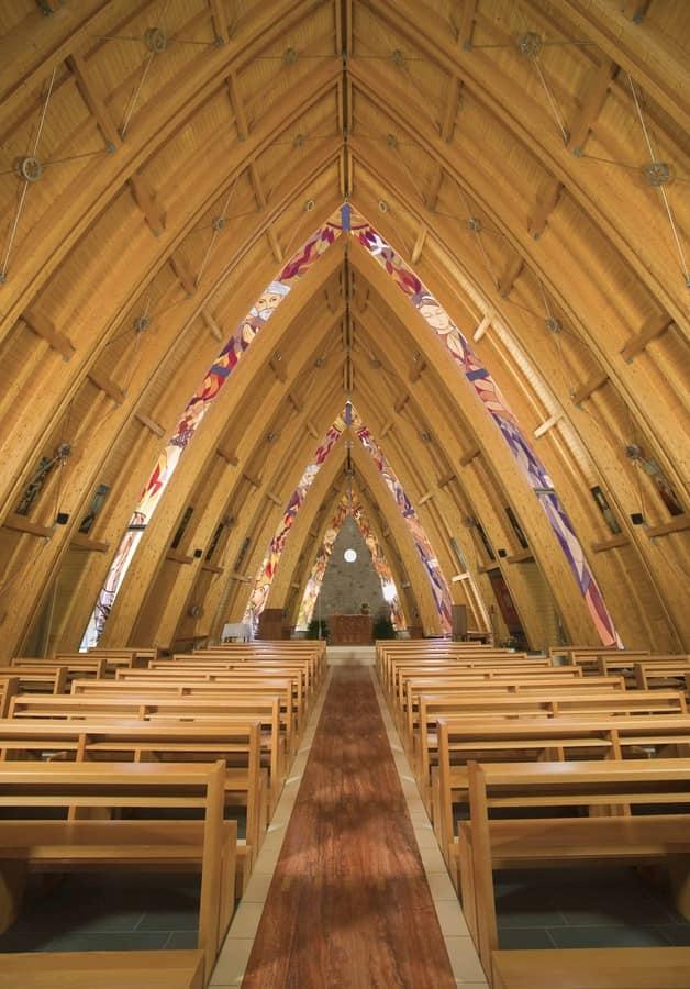 Banco San Gottardo, Panca moderna in legno massiccio, per chiese