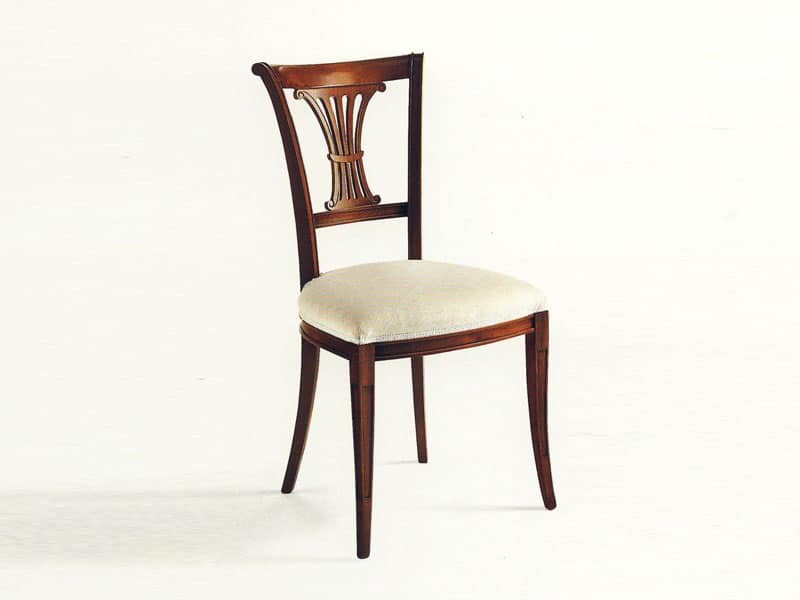 Sedia classica, seduta imbottita, schienale con intagli  IDFdesign