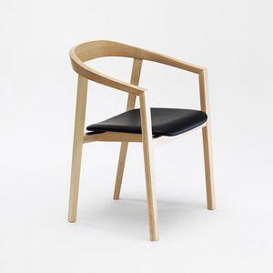 Ro, Sedia in legno con braccioli
