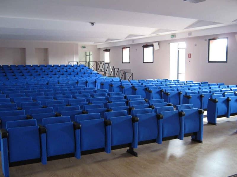 New Movia, Sedie imbottite su barra per sale congressi e conferenze
