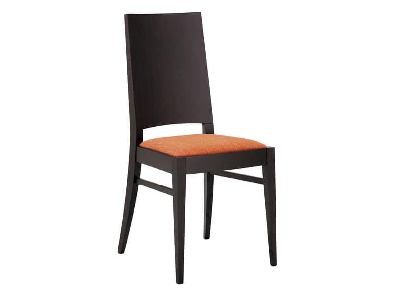 SE 121, Sedia in legno con seduta imbottita e schienale pieno