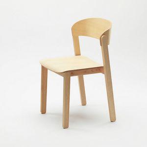Pur, Sedia in legno impilabile dal fascino universale