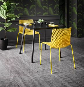 Fuller, Ricercata sedia in plastica e metallo
