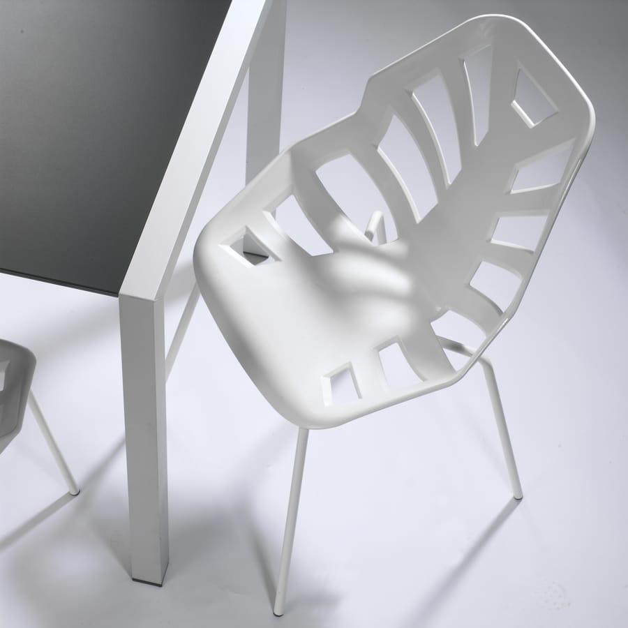 Ninja NA, Sedia in polimero, base in metallo verniciato, per esterno