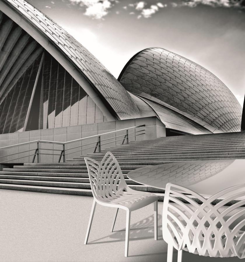 Opera, Sedia colorata in polimero, per uso interno ed esterno