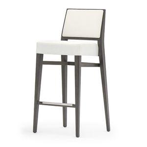 Timberly 01784, Sgabello impilabile con struttura in legno massiccio, seduta e schienale imbottiti, copertura in tessuto, appoggiapiede in acciaio, per uso contract