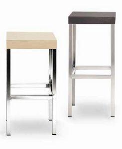 Cube-L, Sgabello in metallo, con seduta quadrata in legno