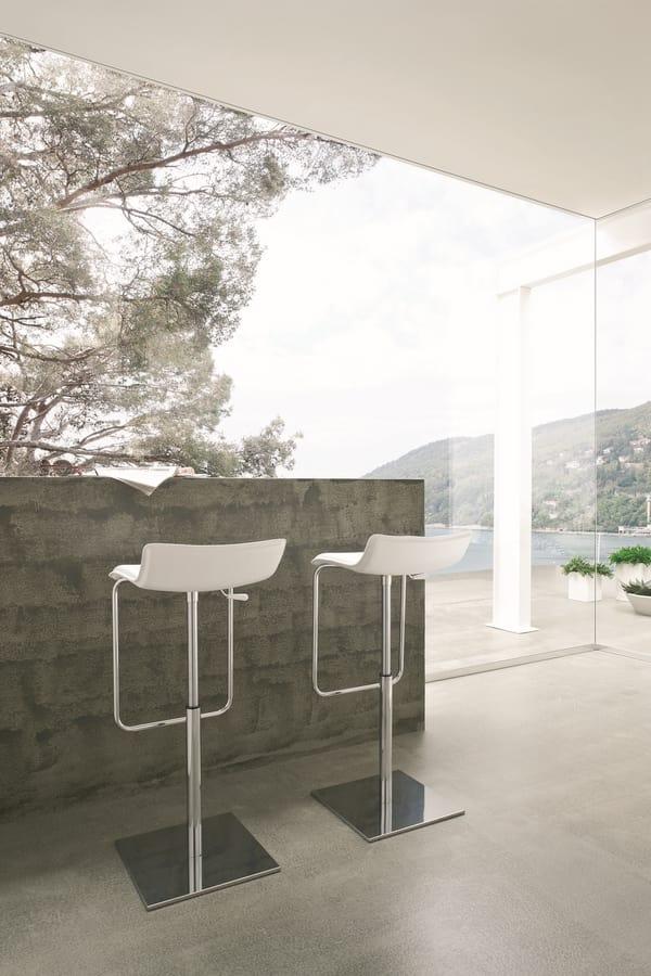 Asolo, Sgabello minimale con base in metallo, seduta in cuoio