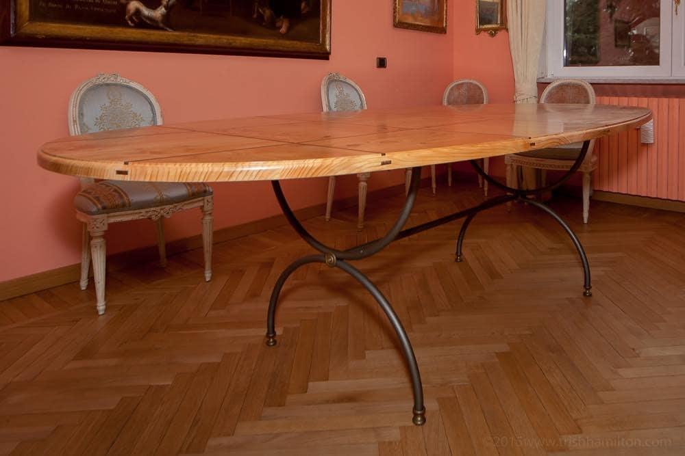 Tavolo Cedro, Tavolo classico in cedro profumato, con inserti in noce