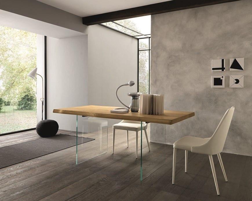 Tavolo da pranzo con piano in legno e gambe in vetro ...