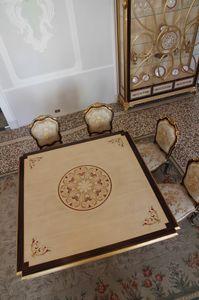 Nobile tavolo, Tavolo da pranzo con piano intarsiato