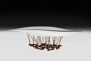 Foglia marmo, Tavolo con piano a forma di foglia in marmo