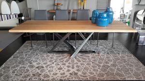 Millenium, Tavolo da pranzo con piano in legno massello