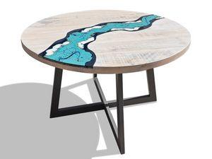 River Oceanside, Tavolo tondo in legno e pietra lavica