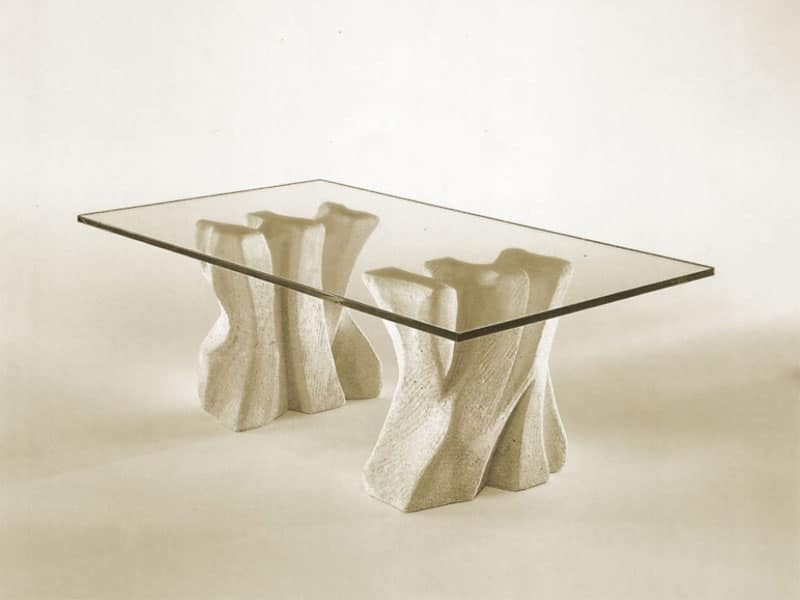 Contrasto, Tavolino in pietra per la casa con piano in cristallo