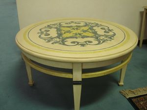 Art. 126, Tavolino tondo, in legno laccato