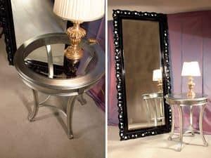 Art. 1610, Tavolino in legno, piano tondo in cristallo, per hotel