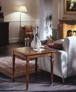 D 501, Tavolino quadrato in ciliegio, intarsio floreale, classico