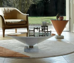FLUTE, Tavolini a forma di bicchiedi da Martini