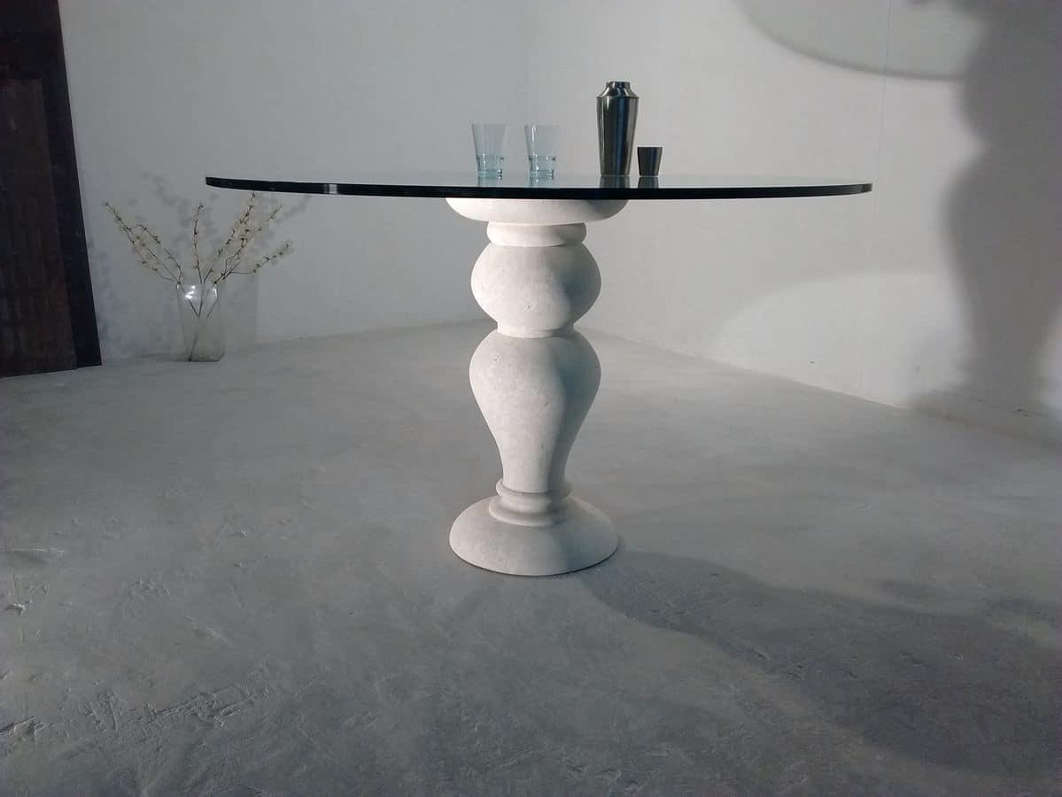 700 tavolo, Tavolo da pranzo, con piano tondo in cristallo, base in pietra di Vicenza