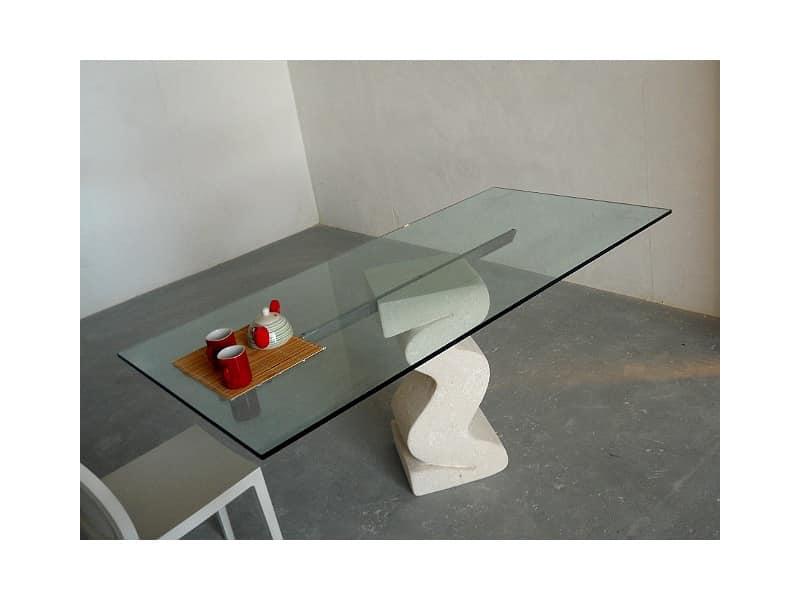 Flex tab, Tavolo con base in pietra scolpita e piano in cristallo