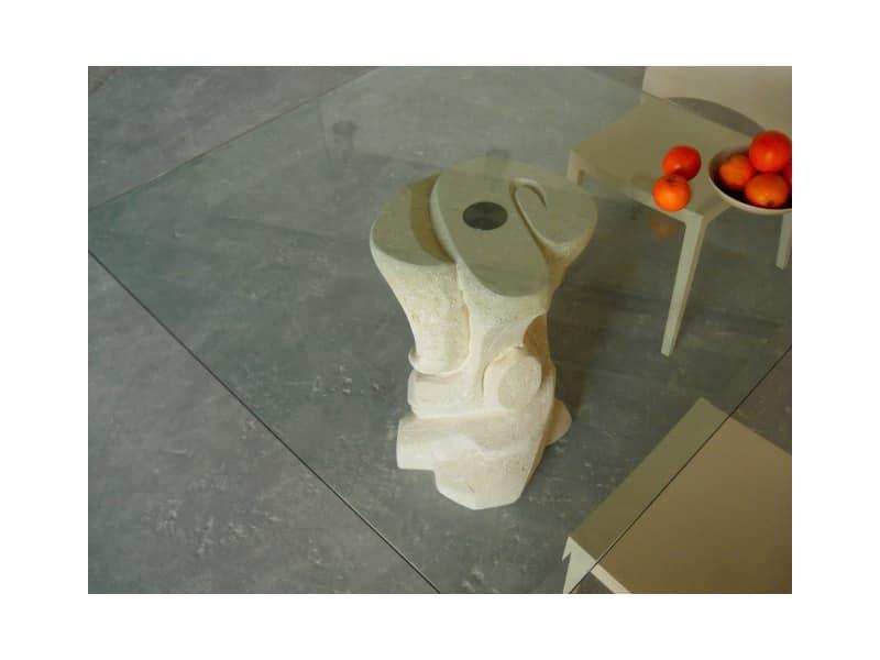 Mezzaluna quadro, Tavolo con colonna in pietra e piano in vetro