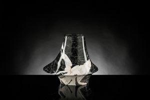 Eccentrico Small, Vaso decorativo in marmo