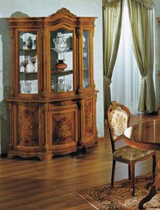 Brianza cristalliera 3 porte intarsiata, Cristalliera con intagli decorativi