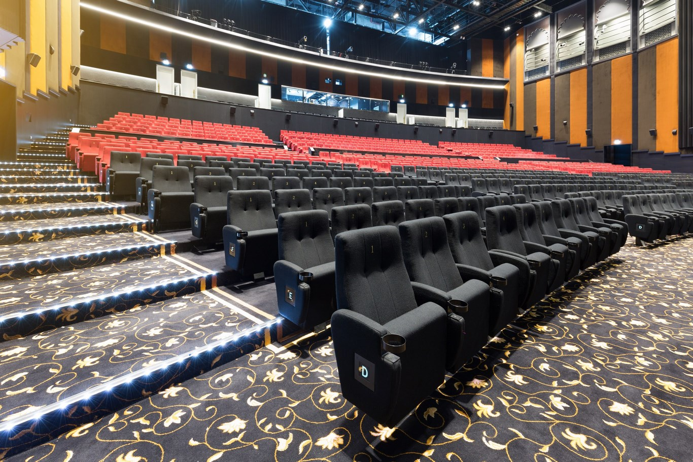 Rajmahal Theatre  Bollywood Park